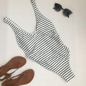 Cupshe Black and White Stripe One Piece #082